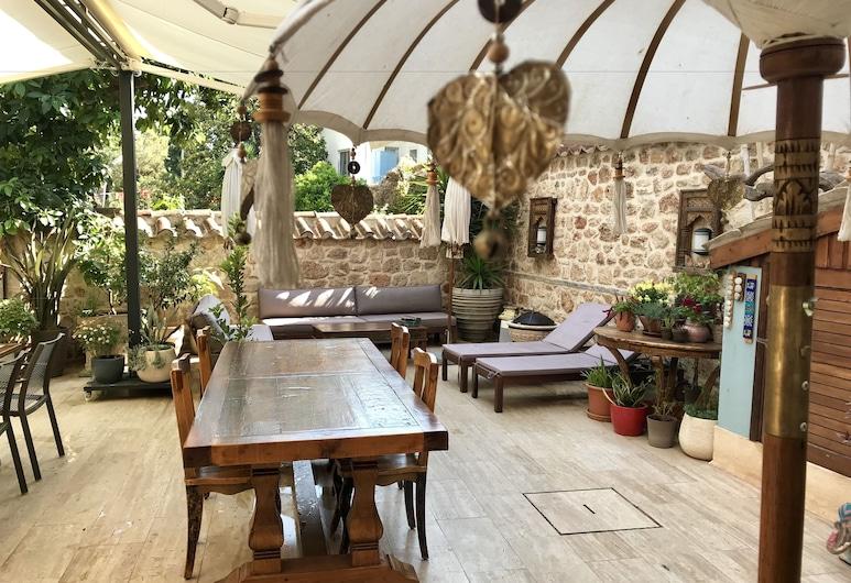 Palm House 17 Oriental Guesthouse, Antalya, Avlu