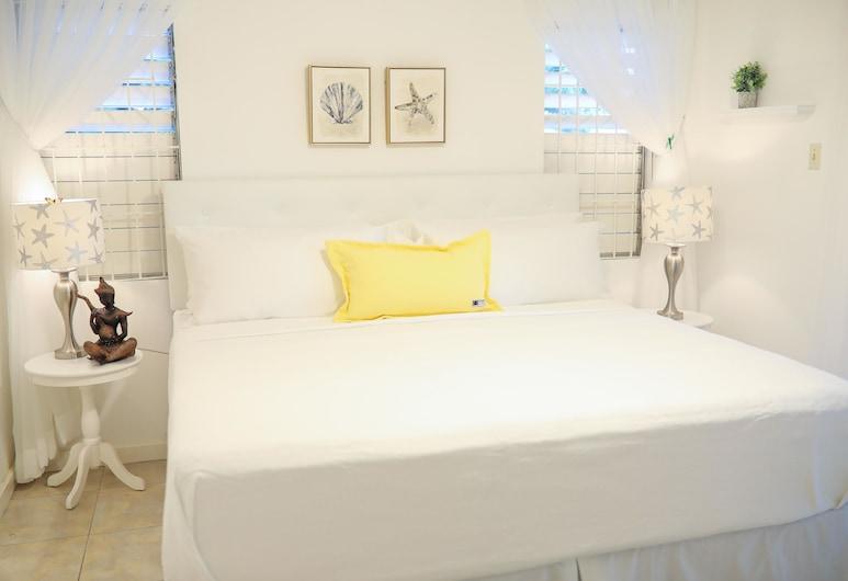 New Kingston's Deluxe Apartment, คิงส์ตัน, ดีลักซ์อพาร์ทเมนท์, เตียงคิงไซส์ 1 เตียง, ระเบียง, ติดสวน, ห้องพัก