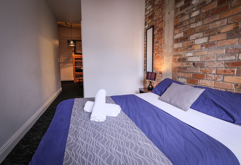 Haka Lodge Auckland - Hostel, Auckland, Private Double + Twin Bunk with Ensuite, Guest Room