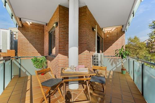居心地の良いアパートの日当たりの良い&大きなテラス大きな接続インターネット無料/