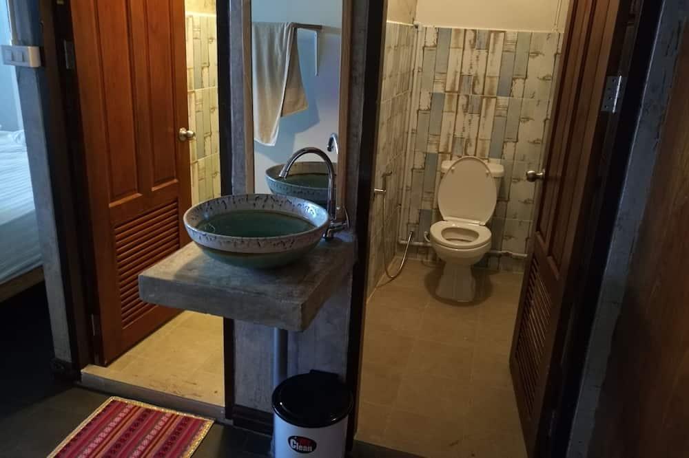 Quadruple Room with Private Bathroom - Badrum