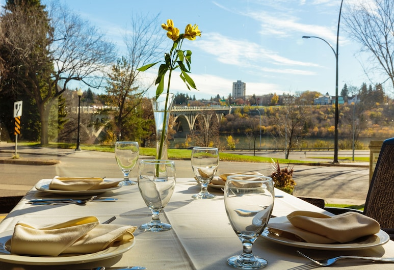 West Wing at Park Town, Saskatoon, Speisen im Freien