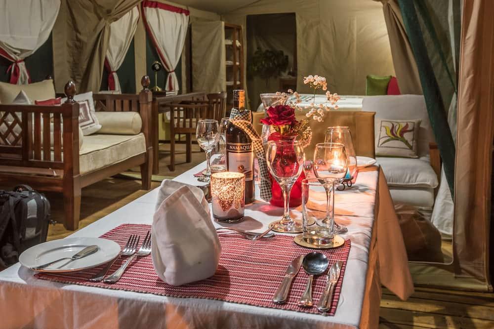 Luxury Çadır, 1 Yatak Odası, Teras, Dağ Manzaralı - Odada Yemek Servisi