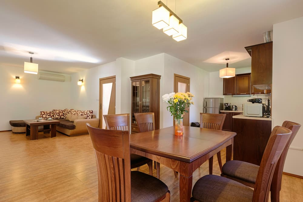 Deluxe Villa, 3 Bedrooms, Mountainside - In-Room Dining