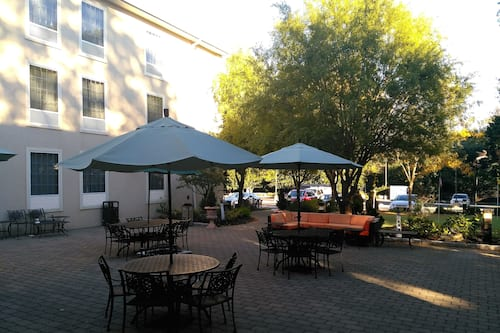 Book The Wilshire Grand Hotel In West Orange Hotels Com