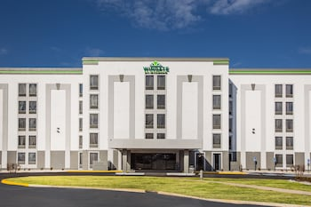Enter your dates to get the Louisville hotel deal