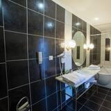 Junior Suite (for 1) - Bathroom