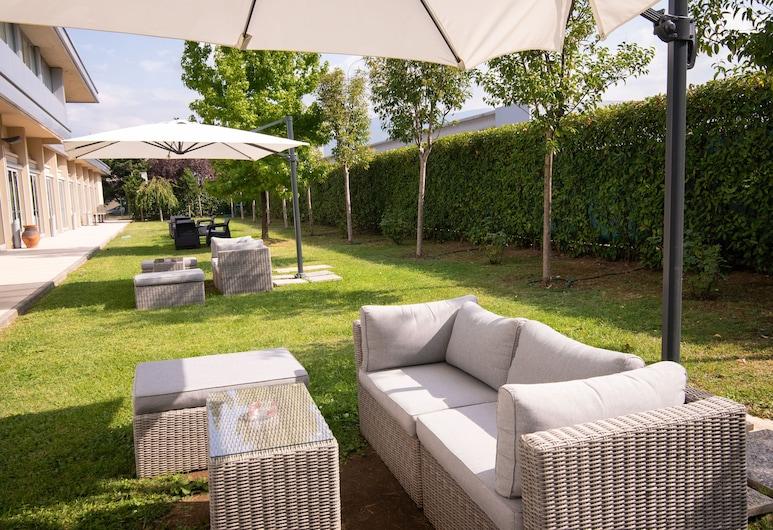 米羅飯店, 卡蘭扎諾, 花園