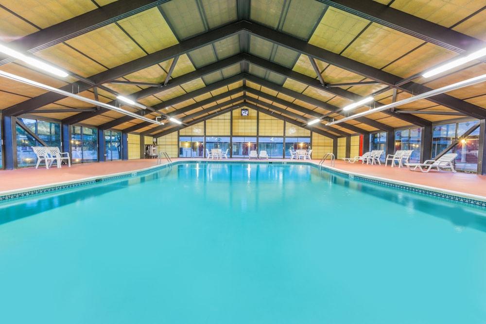 Days Inn By Wyndham East Stroudsburg Indoor Pool