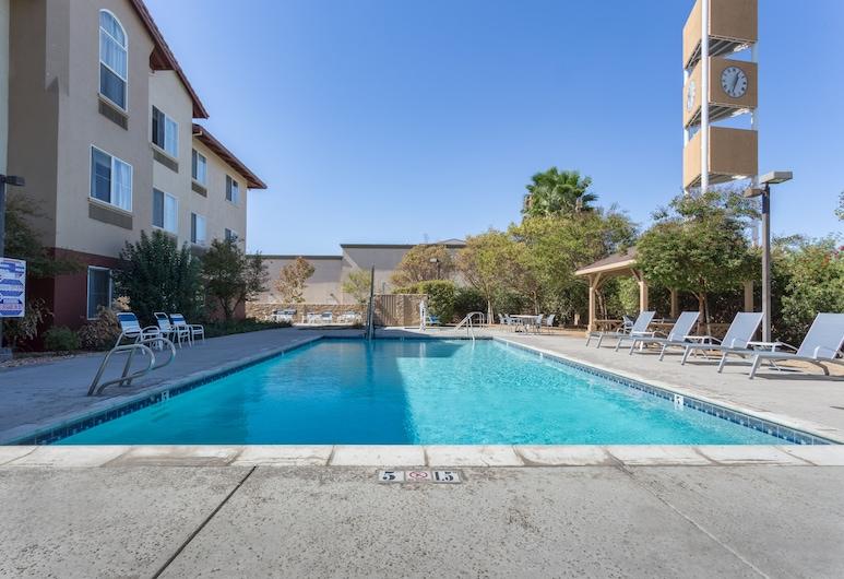 Holiday Inn Express Hotel & Suites Manteca, an IHG Hotel, Manteca, Alberca