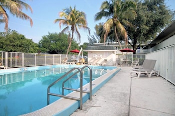 Picture of Travelodge by Wyndham Pompano Beach in Pompano Beach