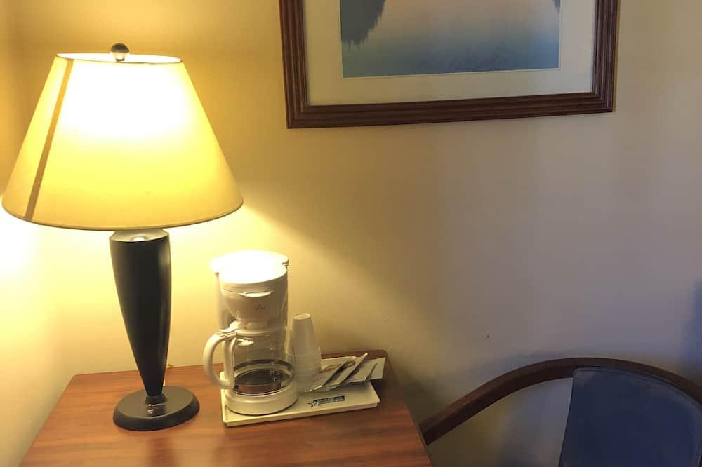 Chambre, 1 très grand lit, non-fumeurs - Restauration dans la chambre