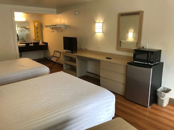 Picture of Travelodge by Wyndham Fayetteville in Fayetteville