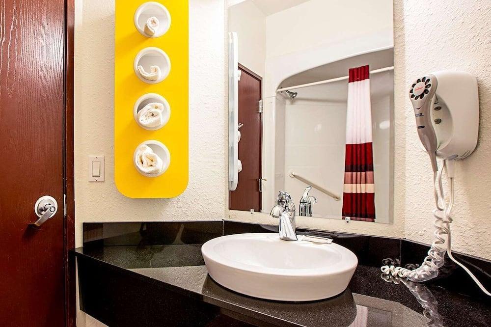 Standard Double or Twin Room, 2 Queen Beds, Non Smoking - Bathroom Sink