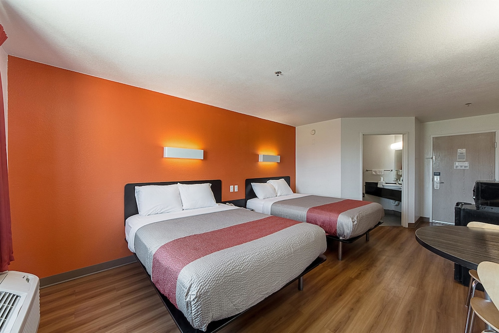 Motel 6 San Antonio Downtown/Alamodome, San Antonio, Standard Room, 2 Queen
