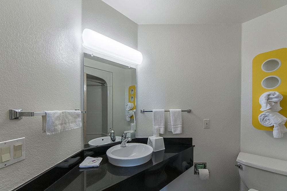 Standard Oda, 2 Büyük (Queen) Boy Yatak, Sigara İçilebilir - Banyo