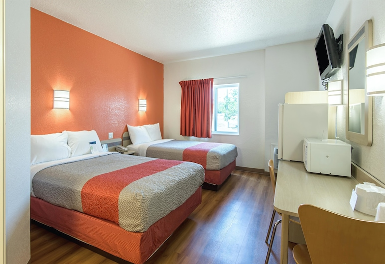 Motel 6 Junction City, KS, Junction City, Deluxe Room, 2 Double Beds, Non Smoking, Refrigerator & Microwave, Guest Room