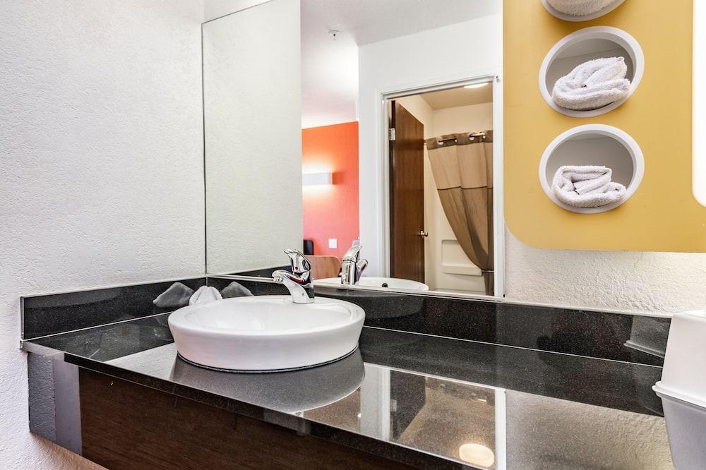 Standard Room, 2 Double Beds, Non Smoking, Microwave (Refrigerator) - Bathroom