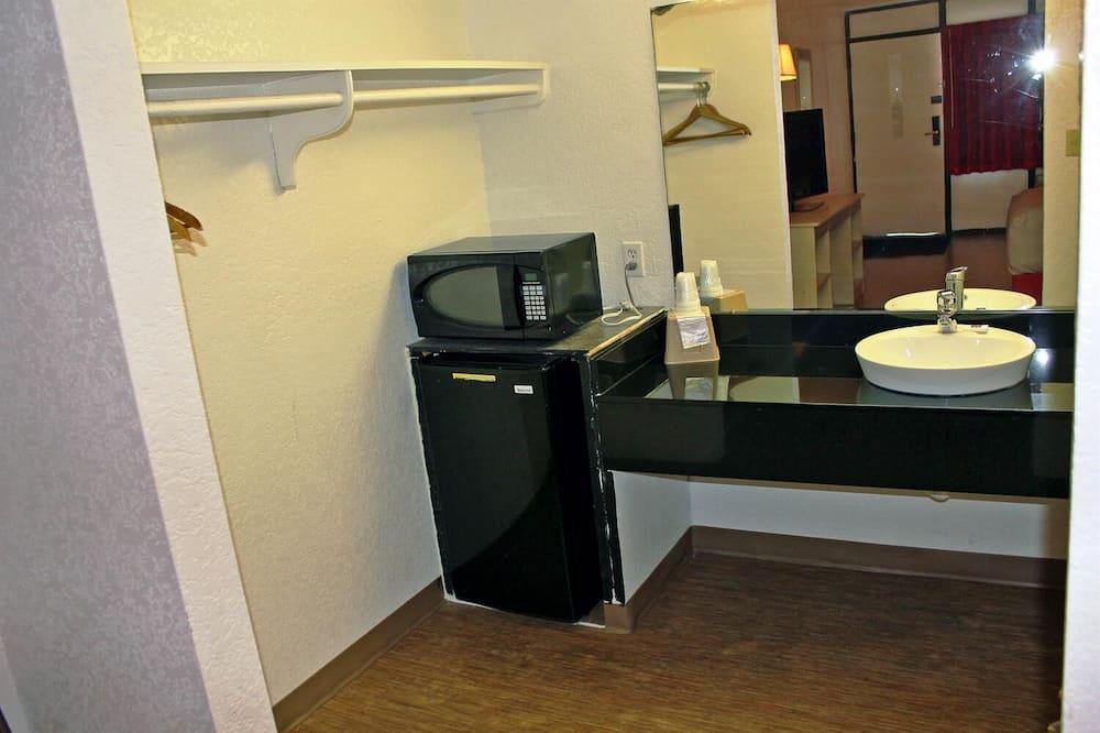 Standardzimmer, 2Queen-Betten, Raucher - Badezimmer
