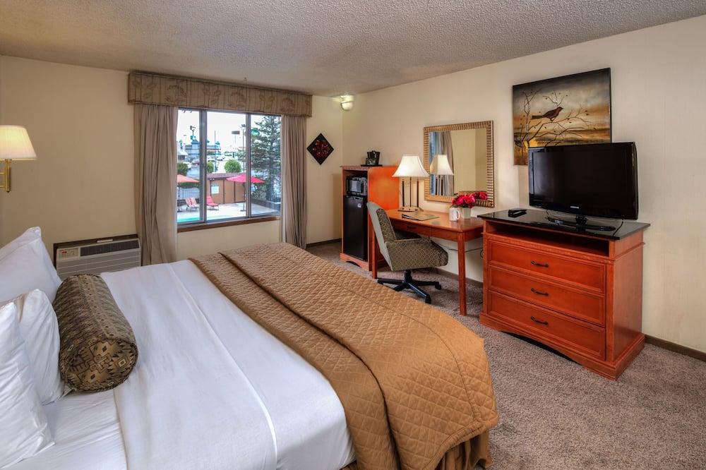 Standard Room 1 King Bed 2nd Floor - Pool