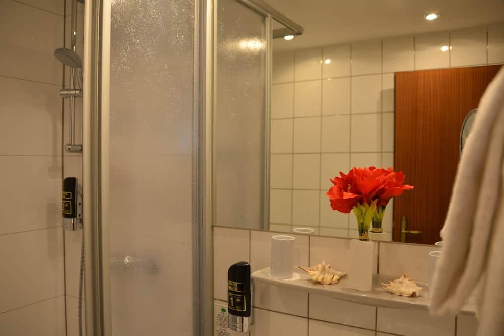 Standard Double Room (Queensize Bed 140cm) - Bathroom