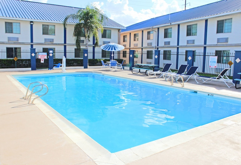 Days Inn & Suites by Wyndham Laredo, Laredo, Piscina all'aperto