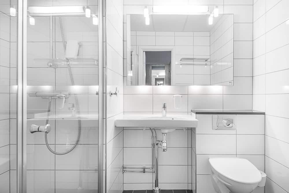 Standard Room, Non Smoking - Bathroom