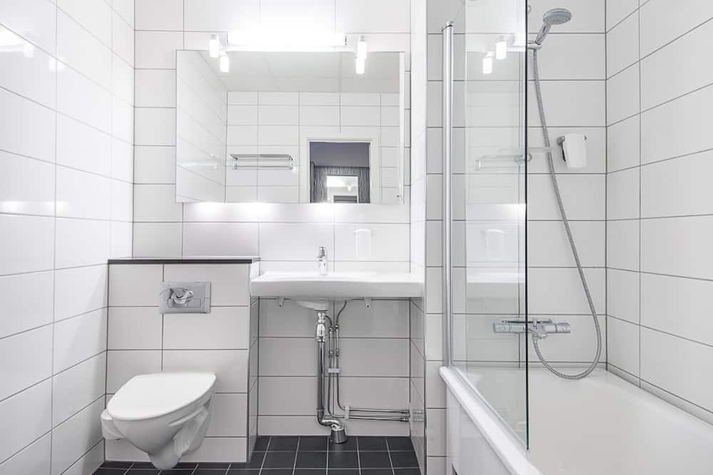 Superior Room, Multiple Beds, Non Smoking - Bathroom