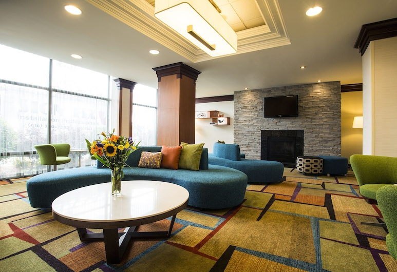 Fairfield Inn and Suites by Marriott Toronto Airport, Mississauga, Sitzecke in der Lobby