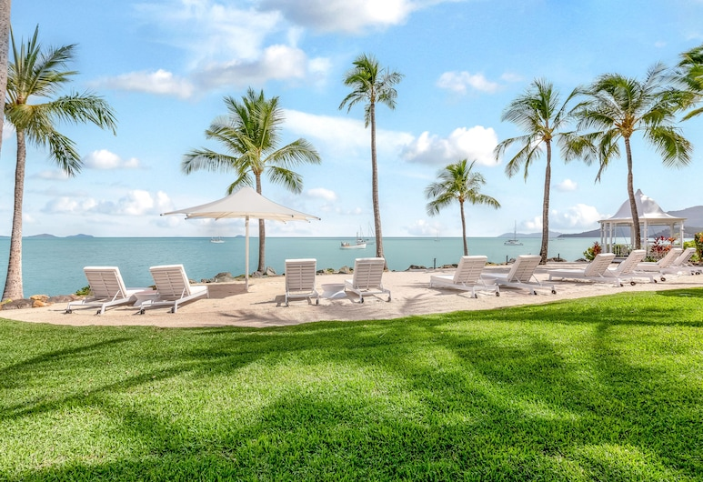 Coral Sea Marina Resort, Airlie Beach, Strand