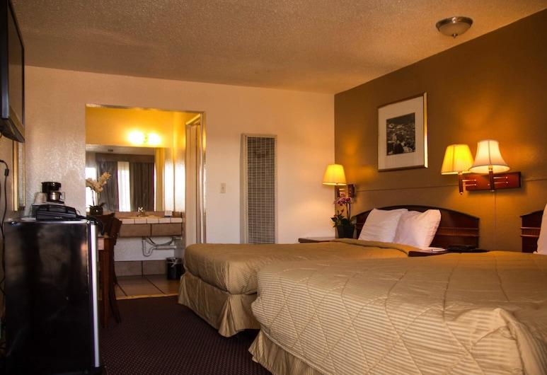 Rodeway Inn Flagstaff-Downtown, Флагстафф, Стандартный номер, 2 двуспальные кровати «Квин-сайз», для некурящих, Номер