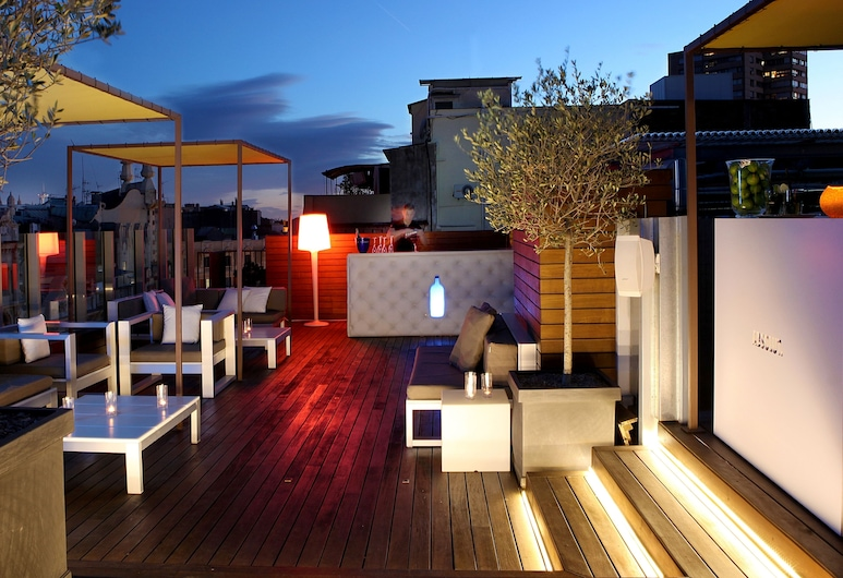 Axel Hotel Barcelona & Urban Spa - Adults Only, Barcelona, Bar ved bassenget