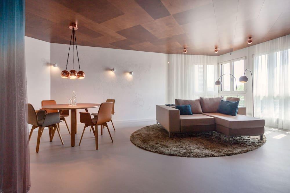Улучшенный люкс, 2 спальни, мини-кухня - Зона гостиной