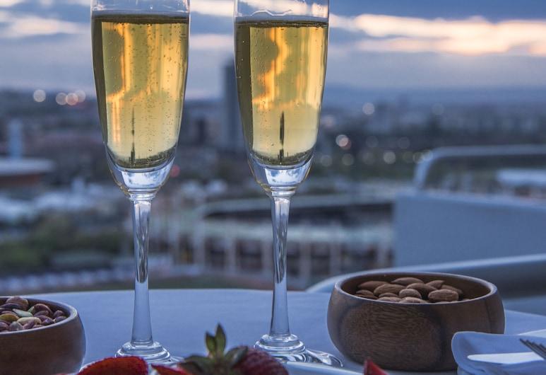 Radisson Blu Hotel, Ankara, Ankara, Pagerinto tipo kambarys, balkonas, vaizdas į miestą, Svečių kambarys