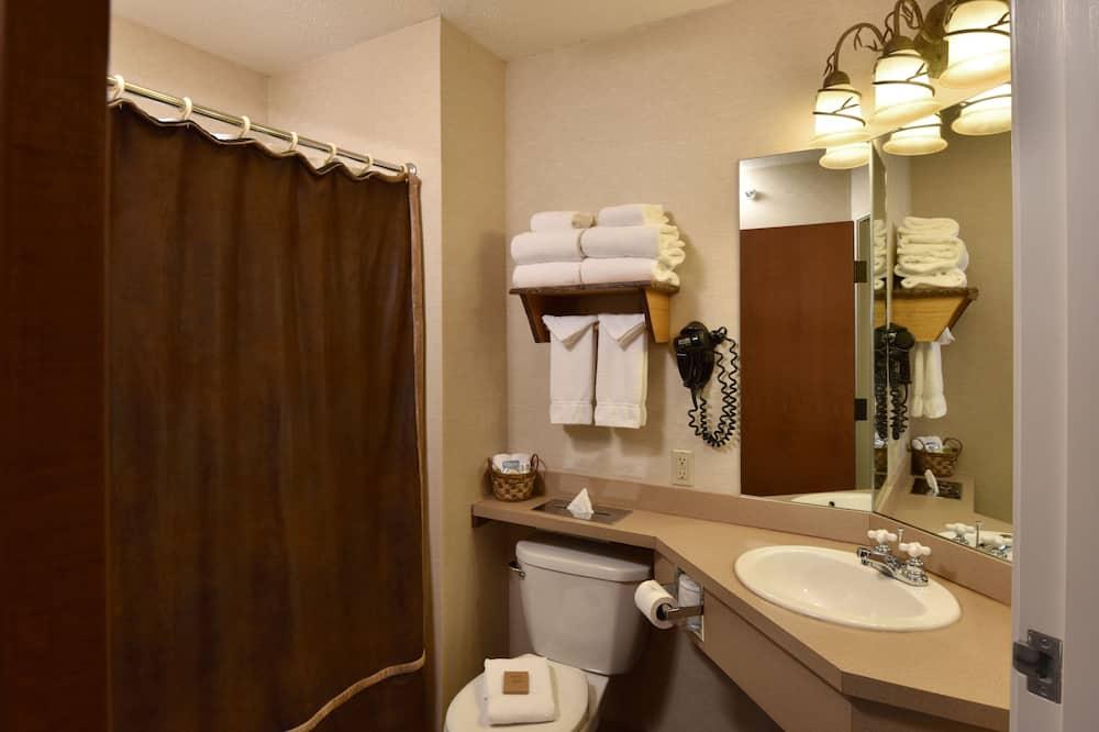 Expanded Queen - Bathroom