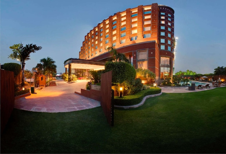Radisson Blu Hotel Noida, Noida