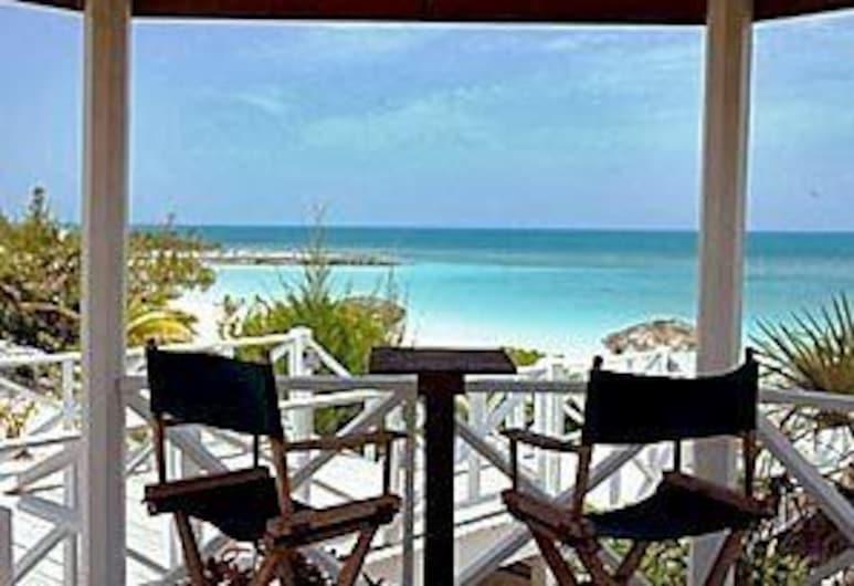 Sammy T's Beach Resort, Bennett's Harbour, Terrass