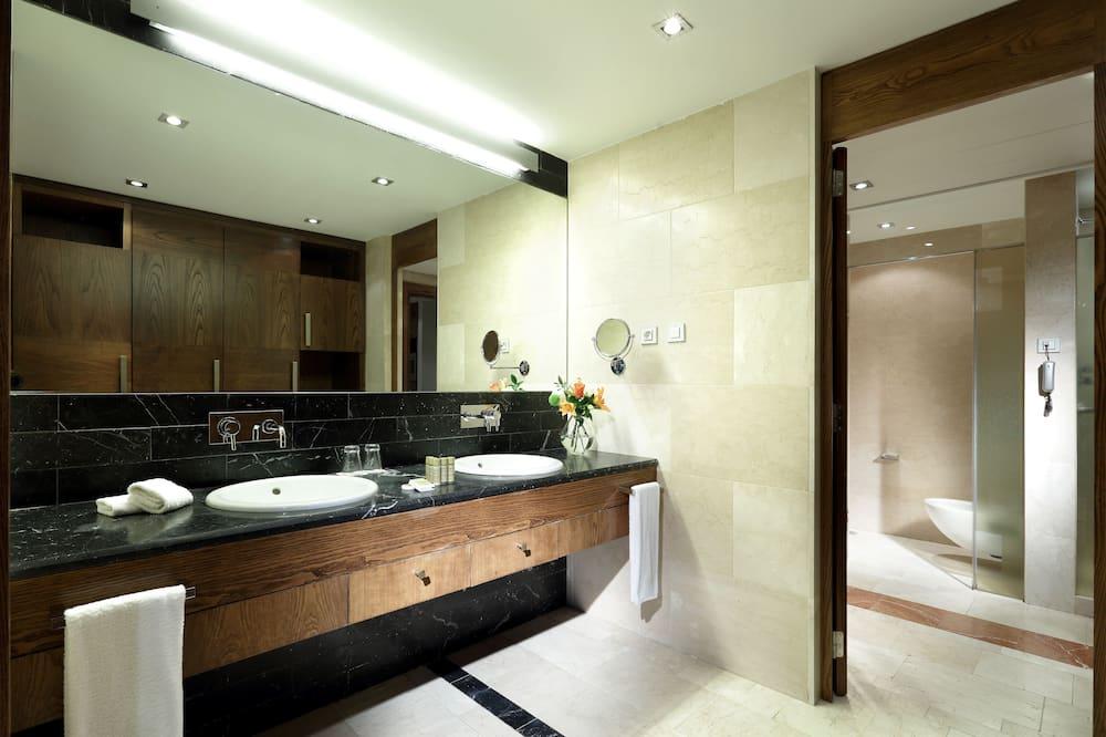 Номер-люкс категорії «Делюкс» (Triple) - Ванна кімната