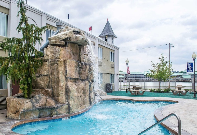 Quality Inn & Suites Rainwater Park, Sandusky, Pool