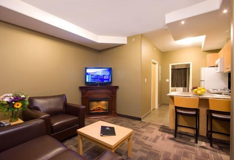 Woodlands Inn & Suites, Fort Nelson, Executive Suite, 1 Bedroom, Living Room