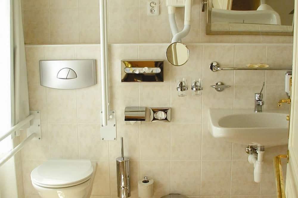 スタンダード ダブルまたはツインルーム - バスルーム