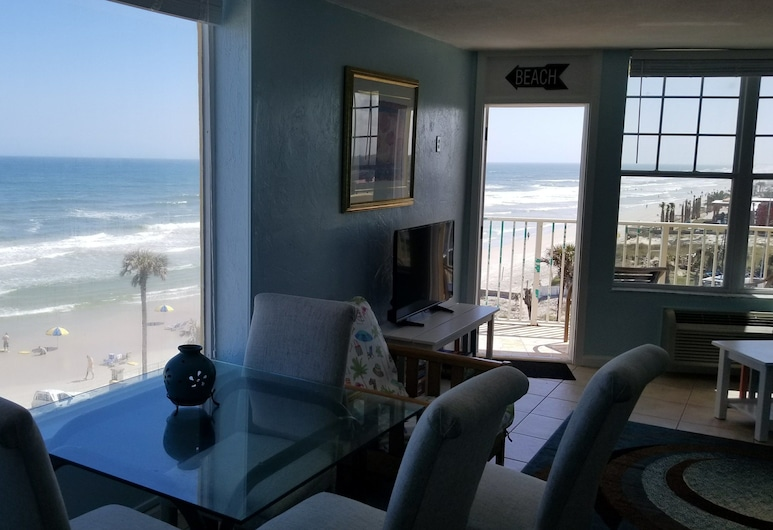 Fountain Beach Resort, Daytona Beach, Suite, 2 Queen Beds, Living Area