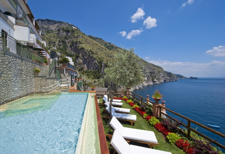 Hotel Onda Verde, Praiano, Basseng med vannfall