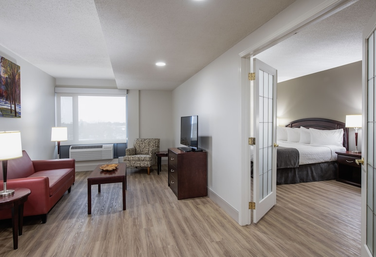 Viscount Gort Hotel, Winnipeg, Executive Room, Living Area
