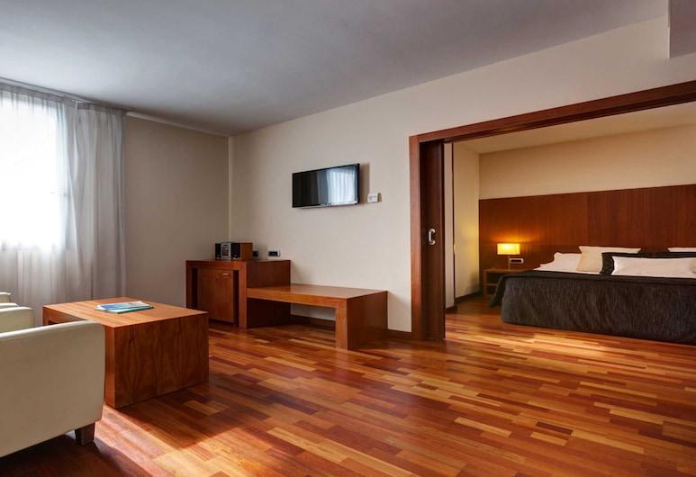 Acevi Villarroel, Barcelona, Suíte Júnior, Área de estar