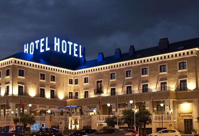 Hotel Conde Ansúrez, Valladolid, Hotellfasad - kväll