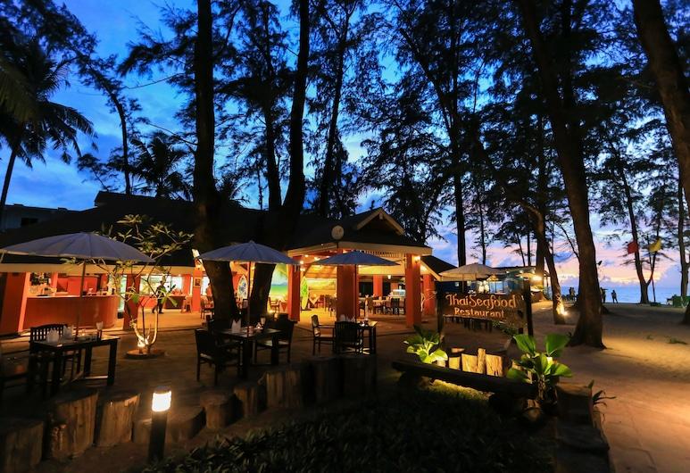 布吉阿莫拉海灘渡假酒店, Choeng Thale, 室外用餐