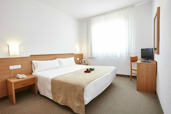 Choose This Cheap Hotel in Amposta