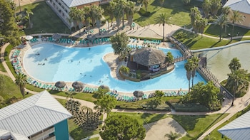 Imagen de PortAventura Hotel Caribe - Theme Park Tickets Included en Salou