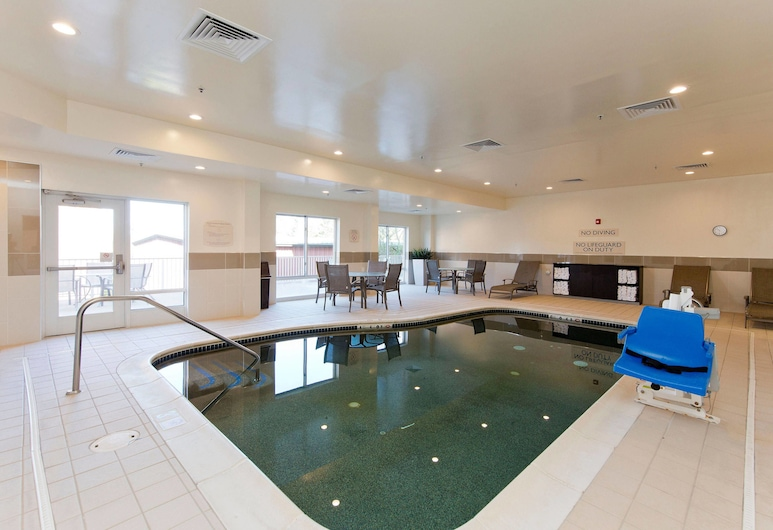 Fairfield Inn & Suites Winchester, Winchester, Pool